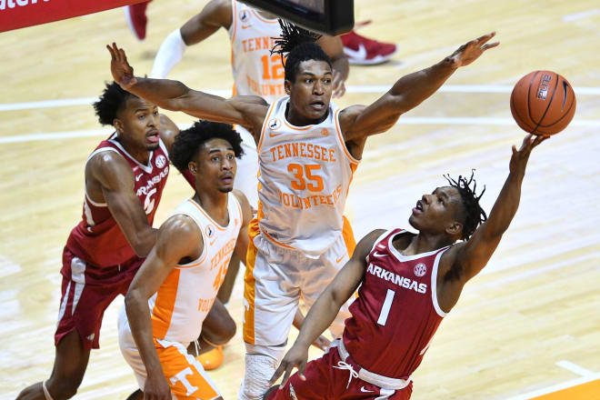 JD Notae scored a team-high 19 points in Arkansas' loss at No. 9 Tennessee.