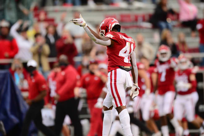 T.J. Hammonds will return to Arkansas for a sixth season in 2021.