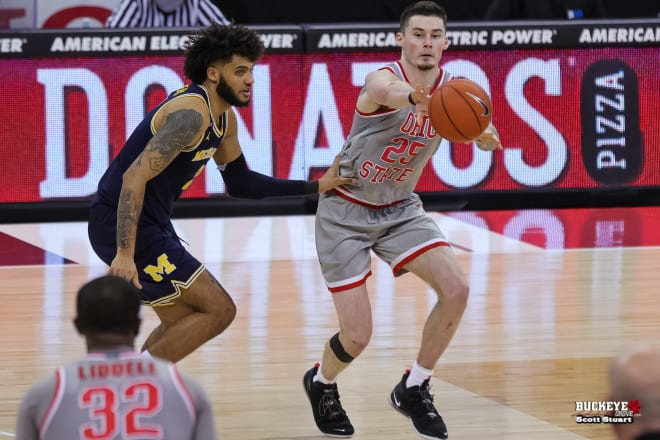 Michigan Wolverines basketball's Isaiah Livers and Ohio State's Kyle Young have both battled injuries.