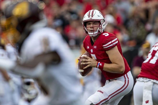 Wisconsin Badgers quarterback Graham Mertz