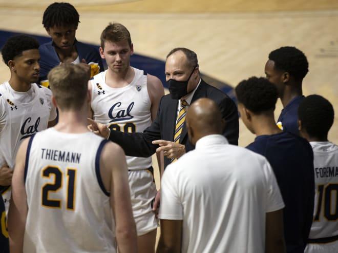 Mark Fox huddles with his team against UCLA
