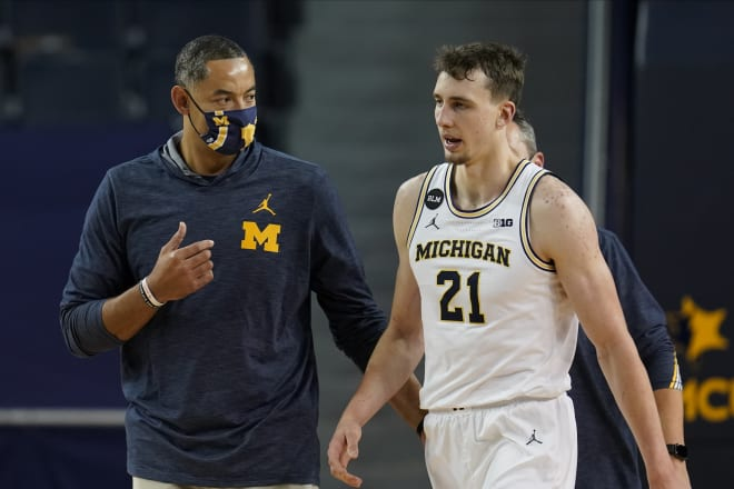 Michigan Wolverines basketball coach Juwan Howard and sophomore wing Franz Wagner