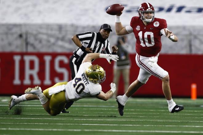 Alabama Crimson Tide quarterback Mac Jones (10) avoids pressure during the Rose Bowl. Photo | Getty Images