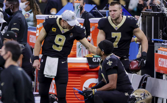 New Orleans Saints quarterback Drew Brees (9) talks with quarterback Jameis Winston (2) after leaving the game with a injury during the second half against the San Francisco 49ers at the Mercedes-Benz Superdome