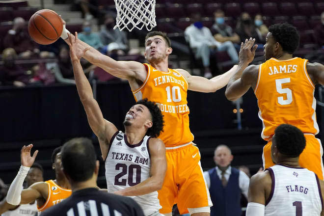 Vanderbilt travels to Knoxville on Saturday for a meeting with No. 10 ranked Tennessee.