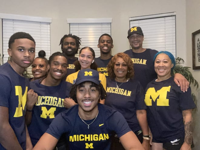 Michigan Wolverines basketball point guard commit Frankie Collins signed his letter of intent.