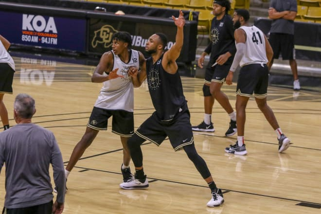 Jeriah Horne (41) defends Evan Battey during a 5-on-5 drill in practice earlier this week