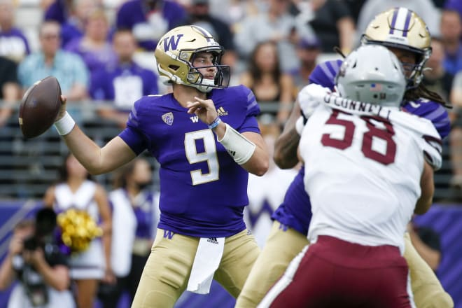 Washington Huskies first-year football quarterback Dylan Morris earned an All-Pac-12 Honorable Mention in 2020.