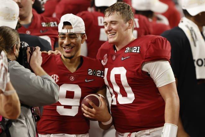Alabama Crimson Tide quarterbacks Bryce Young, left, and Mac Jones, right. Photo | Getty Images