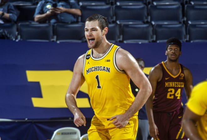 Michigan Wolverines basketball freshman Hunter Dickinson is leading the team in scoring.