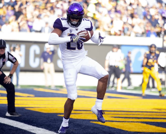 Washington Huskies wide receiver Ty Jones (20) gets his foot inbounds for a touchdown reception against the California Golden Bears during the first quarter of an NCAA football game at California Memorial Stadium. Photo Credit: D. Ross Cameron-USA TODAY Sports