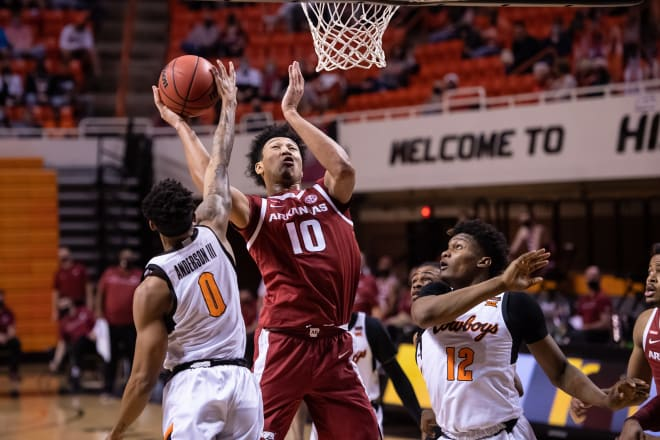 Jaylin Williams left Saturday's game at Oklahoma State with a knee injury.