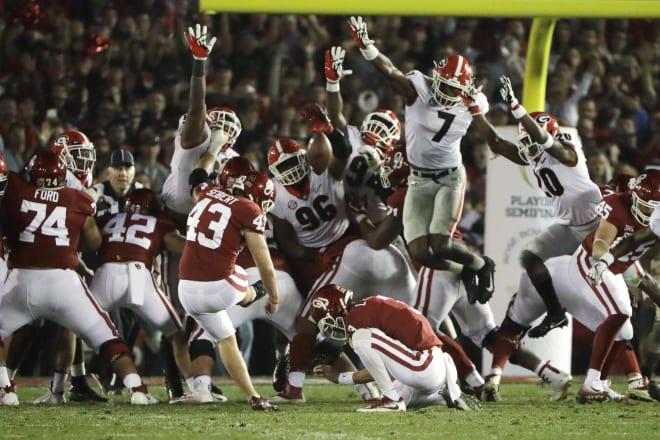 Lorenzo Carter (7) blocks a field goal in the Rose Bowl.