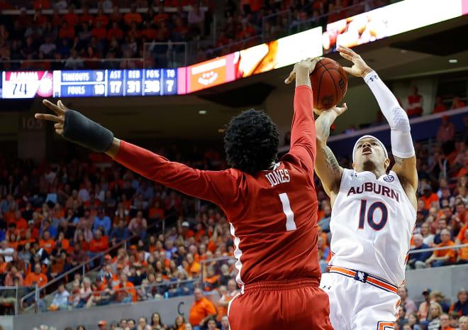 Alabama Crimson Tide basketball forward Herbert Jones block a shot on Auburn's Samir Doughty. Photo | Getty Images