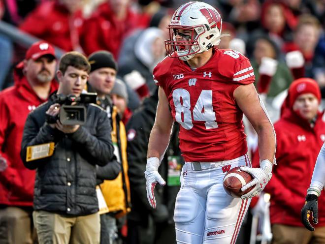 Wisconsin tight end Jake Ferguson sparks up some Rose Bowl memories
