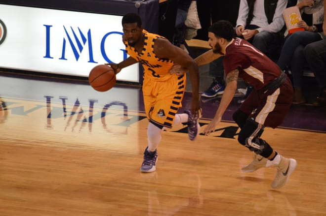 Caleb White and East Carolina lose again, this time at Temple by 19 points, 81-62 in Philadelphia.